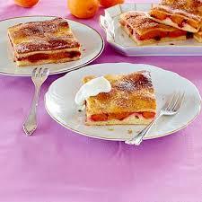 butterkuchen vom blech mit aprikosen und preiselbeeren