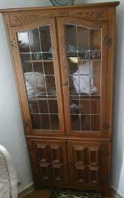 holzschrank vitrine eckschrank eichenschrank wohnzimmer