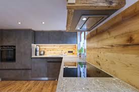 küche mit altholz stein esche und betonoptik holzquadrat ohg