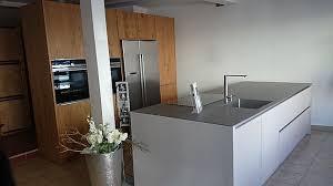 schüller musterküche moderne küche mit kochinsel und