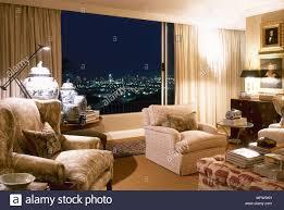 traditionelle wohnzimmer gepolsterte sessel gardinen