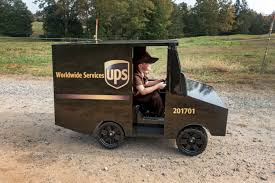 UPS Driver Surprises 5-Year-Old Boy With His Own Truck For Birthday ...
