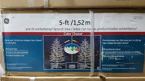 Ge Artificial Christmas Tree Replacement Bulbs by Amazon Com Ge 5 Foot Winterberry Christmas Tree Home U0026 Kitchen