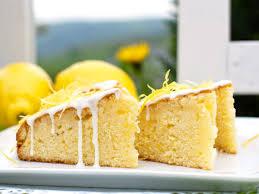 saftiger zitronen kuchen mit frischem joghurt