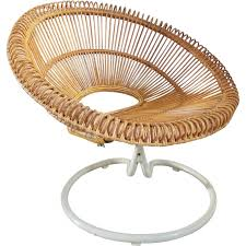 siege en rotin fauteuil en rotin pivotant abraham 1960 design