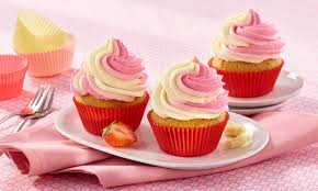 rosa weiße buttermilch cupcakes