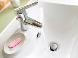 waschbecken und badewanne selbst reparieren so geht s