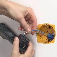 installer une prise et un chargeur usb espace grand legrand