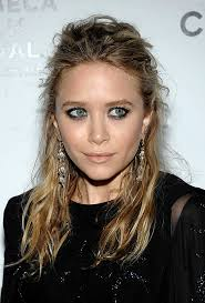 OLSENS ANONYMOUS BLOG MARY KATE OLSEN FASHION STYLE TEXTURED WAVES WAVY HAIR HALF UP DOWN FLORAL MIXED METAL DROP EARRINGS BLACK E
