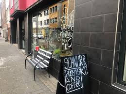 café schnurrke in diesem kölner café leben katzen express de