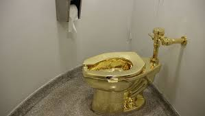goldenes klo namens america löst andrang im guggenheim