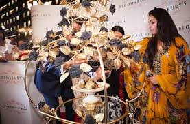 Most Expensive Cupcake The Golden Phoenix Sets World Record PICS