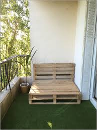 canapé sixties canapé de balcon 957212 déco un balcon coloré pour l été caro in