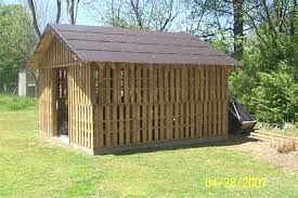 Ken Hoh Of Walton KY Has Used Pallets For Some Years Now As A Building Material He Just Finished The Chicken Coup Shown Below And Is Planning Foot