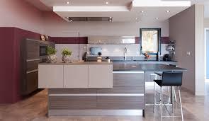 photos de cuisine moderne cuisine moderne avec ilot realisation beige serenade lzzy co