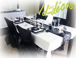 deco de salle anniversaire pas cher décoration table thème baroque noir blanc argent