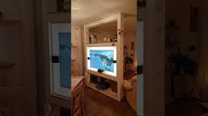 raumteiler mit tv