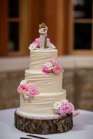 Simple Rustic Winter Wedding Cakes Ideas 32
