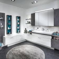 großes badezimmer weiß grau mit betonoptik p max massmöbel