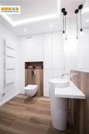 holzoptik im badezimmer badezimmerboden badezimmer holz