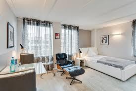 dachgeschoss wohnungen ohne klimaanlage blau apartments