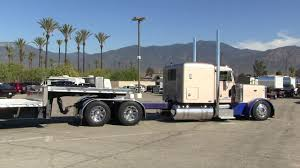 100 Step Deck Truck C Lormand Peterbilt 379 Backing A Deck Trailer At In For