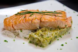 saumon à l unilatérale et sa fondue de poireaux recette saumon à