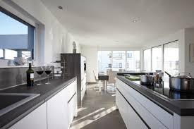 wohnideen die grau und schwarze küche im bauhaus stil