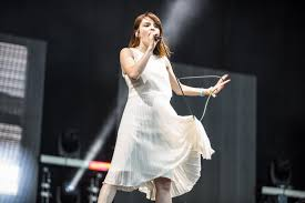 Chvrches We Sink Download by Chvrches Give Storming Set At Glastonbury 2016 Diy