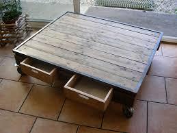 table basse industrielle en acier et palette meubles et table