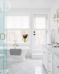 Pinterest Bathroom Ideas On A Budget by Best 25 White Master Bathroom Ideas On Pinterest Master