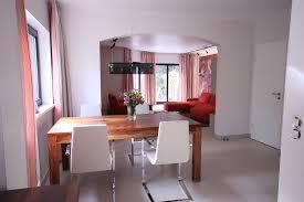 wohnzimmergestaltung mit küche und flur raumax