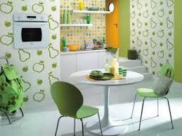 tapisserie pour cuisine du papier peint dans la cuisine ou pas cocon de décoration le