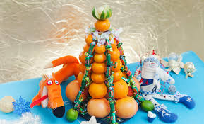 Unique DIY Christmas Tree Made Of Citrus Fruits And Candy