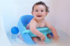 siège de bain pour bébé anneau de bain choix et prix d un anneau de bain ooreka