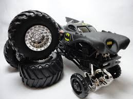 100 Monster Truck Batman 2011 Hot Wheels Jam BATMAN TRAVEL TREADS 6 Flickr