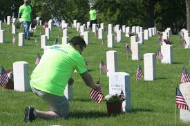 memorial day graveside decorations memorial day weekend grave decoration biztimes media milwaukee
