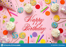 flachlederzusammensetzung mit rosa kuchen happy birthday