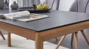 der esstisch kann mit verschiedenen keramik platten