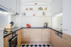 wie eine altbau miniküche nach dem renovieren groß rauskommt