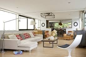 coussin canapé sur mesure un grand salon lumineux ouvert sur la cuisine canapé sur mesure