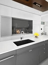 moderne küche hochglanz grau weiß kücheninsel geräte