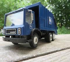 Conrad 1:50 Mack MR Leach 2RII BFI Garbage Truck - YouTube