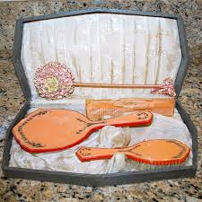 Vintage Vanity Dresser Set by 128 Best Comb Brush Mirror Set Images On Pinterest Antique