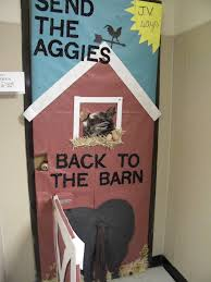 Classroom Christmas Door Decorating Contest Ideas by Cowboy Pig Door Decoration Just In Time For Rodeo Complete With