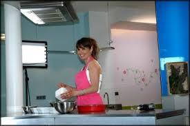 tv dans cuisine ma vidéo sur cuisine studio tv la cuisine de doria