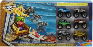 Hot Wheels Monster Jam Front Flip Takedown 6 Vehicle Playset ...