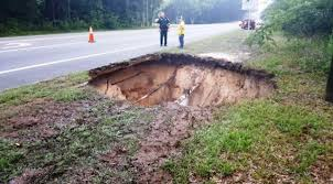 Sinkholes Alachua County Fl by 30 Ft Wide 30 Ft Deep Sinkhole Collapses Road In Newberry