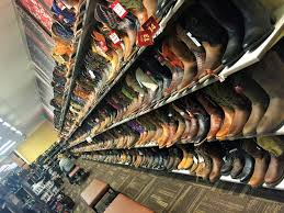 One Of A Kind: Norco, Das Mekka Für Pferdeliebhaber ... Mens Accsories Boot Barn Looking For Festival Attire Youve Come To The Right Place Only Cowboy Boots Botas Vaqueras Vaquero Lady Horseman Receives Justin Standard Of West Award 56 Best Red White And Blue Images On Pinterest Cowboys Flags 334 Shoes Cowgirl Boots 469638439jpg Dr Martens Ironbridge Safety Toe Kiddie Korral Barn Official Bootbarn Instagram 84 Country Chic 101 Chic Zero