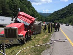 100 Ta Truck Stop Wytheville Va Tractor Trailer Hauling Pigs Crashes On I77 Near Bluefield News